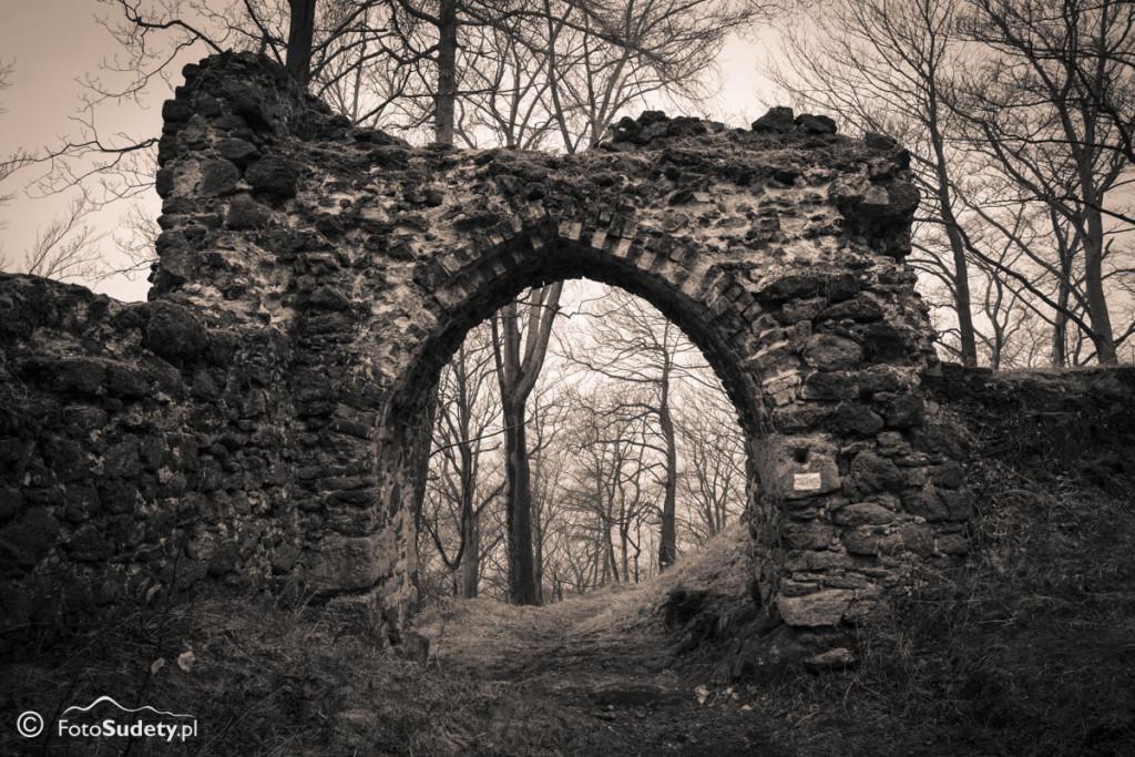 Góry Wałbrzyskie: Wałbrzych – Ruiny Zamku Nowy Dwór – Zamkowa Góra