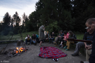 058 Polana 2015 dzień 1 - przy ognisku tuż przed wschodem słońca