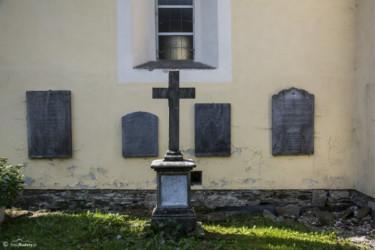 068 epitafia na ścianach kościoła