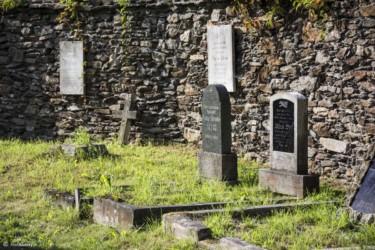 069 Pomniki przy kościele