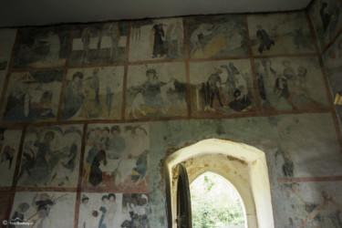 073 Odrestaurowane freski w kościele