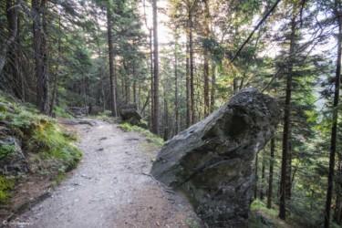 126 skały przy zejściu do Miedzygórza